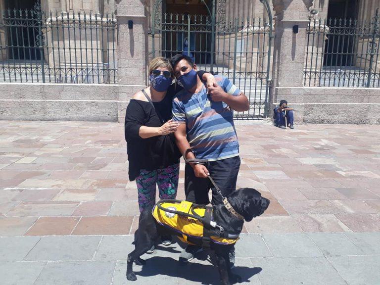 Le negaron la entrada a un comercio por ir con su perro guía